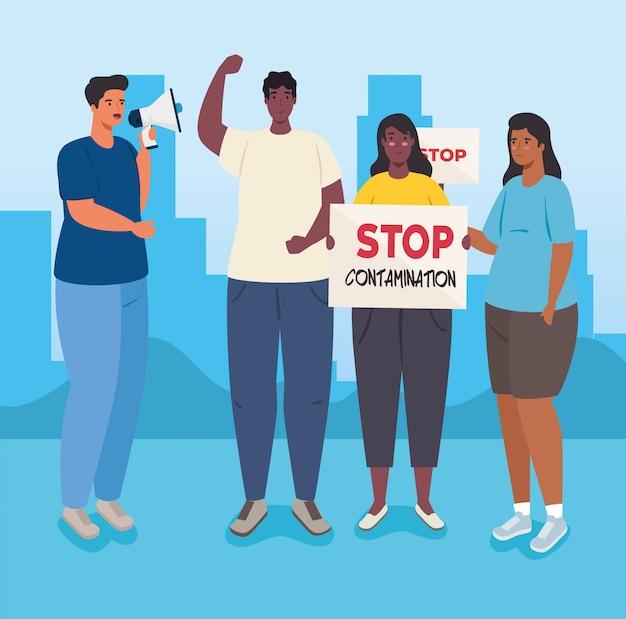 Les gens avec des pancartes de protestation et un mégaphone, des militants avec un signe de manifestation de grève et un mégaphone, un concept de droit de l'homme