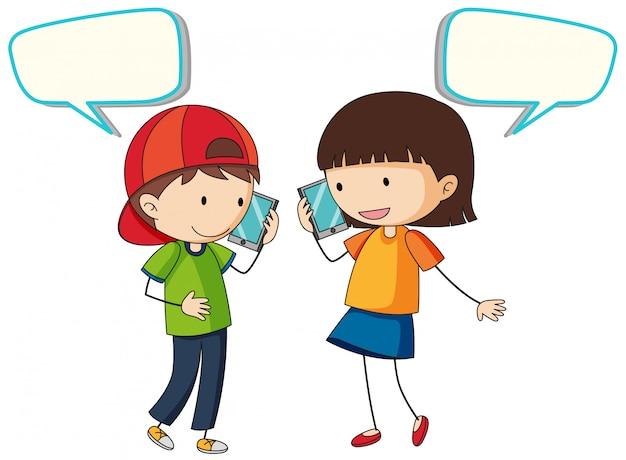 Les gens parlent au téléphone