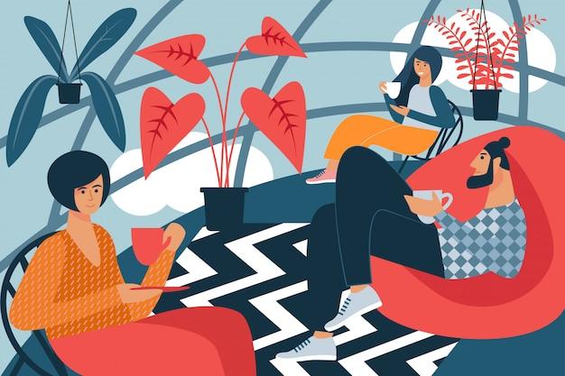 Les gens s'assoient avec tasse dans la chambre avec intérieur créatif