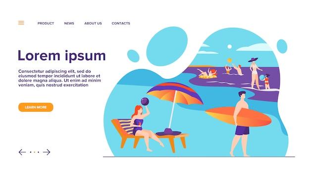 Les gens se reposant sur la plage de la mer en page de destination de l'été