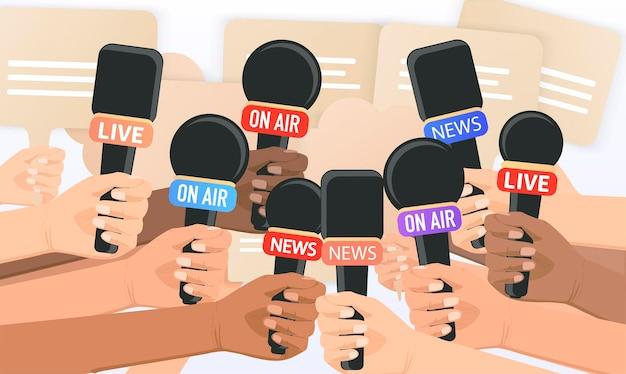 Les gens tiennent des microphones journalistes reporters prendre des interviews donner des interviews dernières nouvelles t