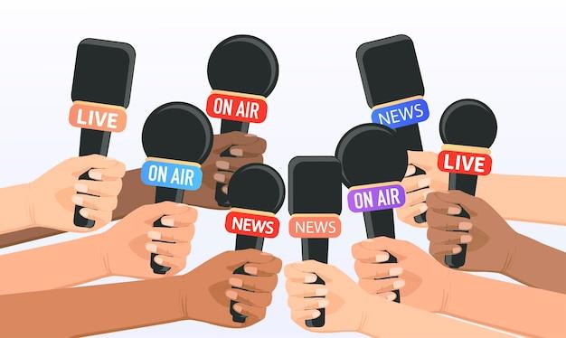 Les gens tiennent des micros journalistes reporters prendre des interviews donner des interviews nouvelles urgentes