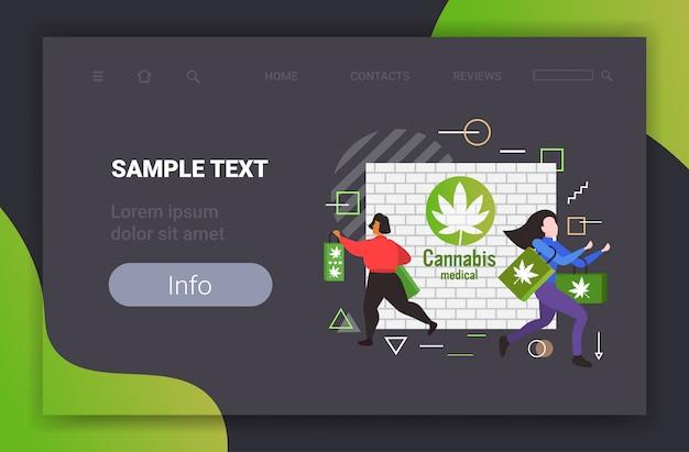 Les gens transportant des sacs avec des produits cbd cannabis shop légalisation de la marijuana drogues consommation concept horizontal pleine longueur copie espace