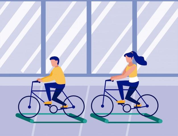 Les gens à vélo sur des rouleaux d'entraînement, l'éloignement social