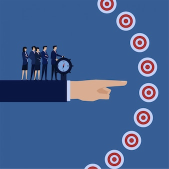 Gestionnaire de concept de vecteur plat affaires dirigeant la boussole vers la bonne métaphore cible de la cible et du plan.