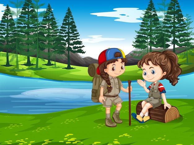 Girl scout randonnée dans la nature