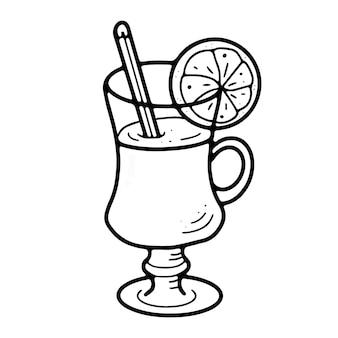 Gobelet en verre avec bâton de cannelle au vin chaud et orange