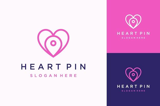 Goupille de logo de conception unique avec le coeur