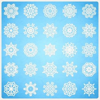 Grand ensemble de flocons de neige comme des mandalas