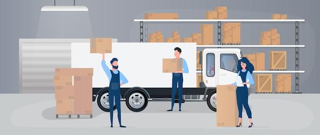 Grand entrepôt avec tiroirs. les déménageurs portent des boîtes.