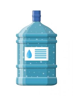Grande bouteille avec de l'eau propre pour refroidir.