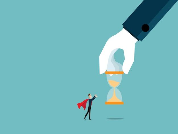 Grande main d'aide donnant le sablier à l'homme d'affaires