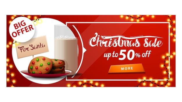 Grande offre, vente de noël, jusqu'à 50 rabais, bannière de réduction rouge avec guirlande, bouton et biscuits avec un verre de lait pour le père noël
