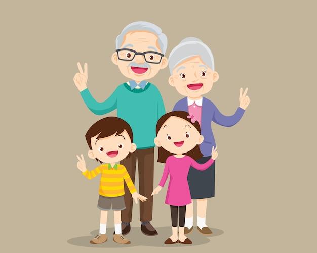 Les grands-parents avec la main de la victoire des enfants