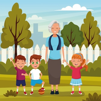 Grands-parents avec petits-fils dans le parc