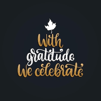 Avec gratitude we celebrate, lettrage à la main sur fond noir. illustration vectorielle avec feuille d'érable pour l'invitation de thanksgiving, modèle de carte de voeux.