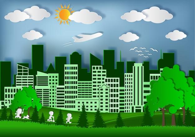 Green city concept crafts & paper art. les enfants courent sur la pelouse. réduisez le réchauffement climatique et sauvegardez l'environnement.