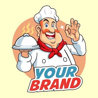 Gros chef personnel avec moustache de lecture et casserole couverte à portée de main
