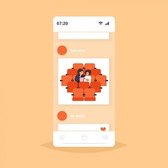 Gros couple obèse assis au cinéma en surpoids homme femme regardant un film manger du pop-corn nutrition malsaine obésité concept écran smartphone application mobile en ligne portrait
