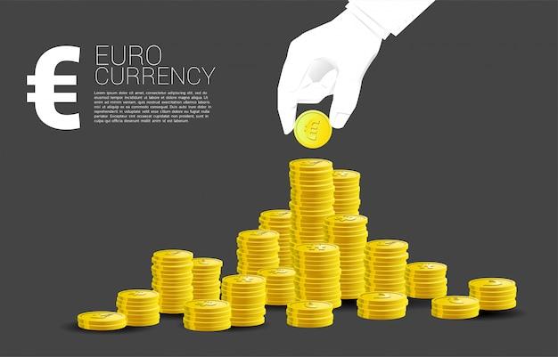 Gros plan, main, pile, euro, monnaie, monnaie