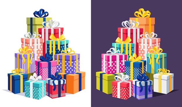 Gros tas de coffret cadeau, présent avec ruban, arc. pile de cadeaux de vacances. achats de noël, vente
