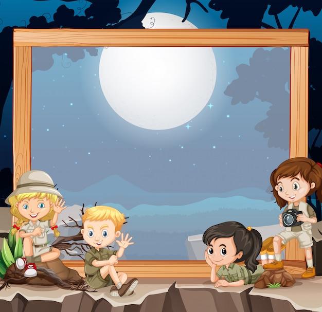 Groupe d'éclaireurs sur cadre en bois