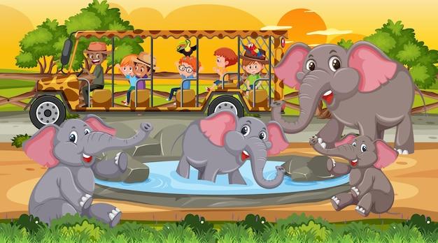 Groupe d'éléphants dans une scène de safari au coucher du soleil avec des enfants dans la voiture de tourisme