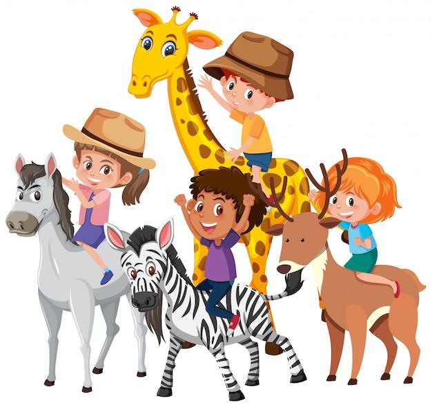 Groupe d'enfants chevauchant des animaux