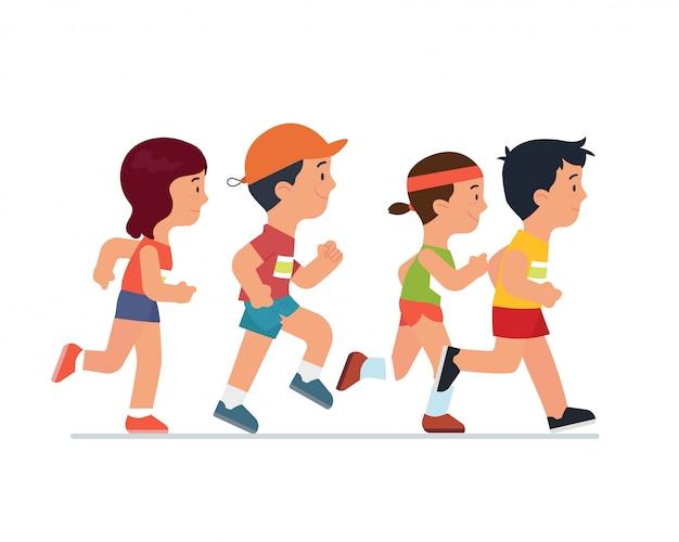 Groupe d'enfants courir ensemble