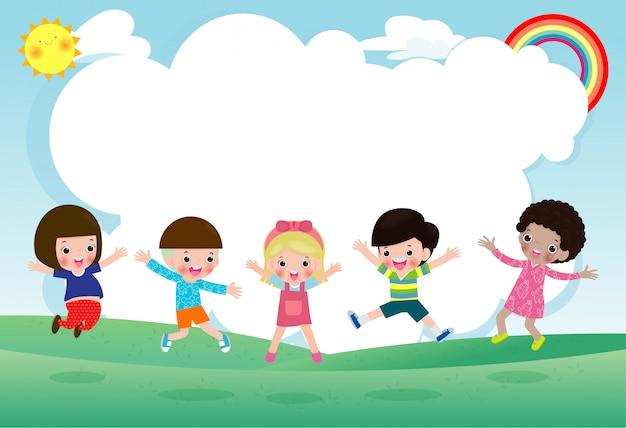 Groupe d'enfants sautant, retour à l'école, école pour enfants, concept d'éducation, les enfants vont à l'école