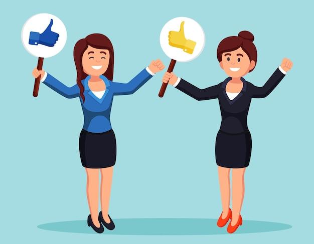Groupe de femme d'affaires avec les pouces vers le haut. des médias sociaux. bonne opinion. témoignages, commentaires, concept d'avis client.
