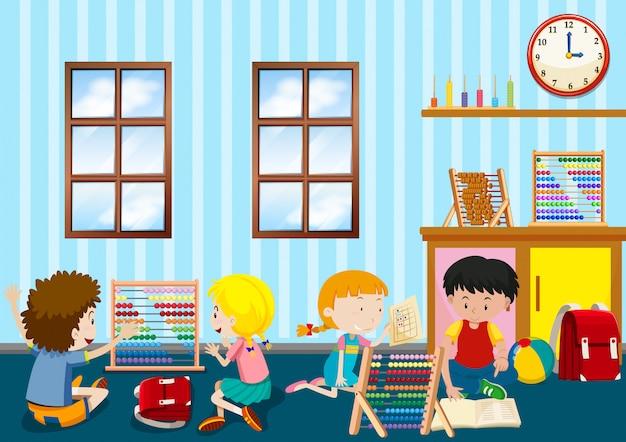 Groupe de jeunes enfants jouant