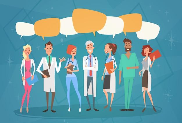 Groupe médial médecins chat bulle réseau social équipe de communication cliniques hôpital
