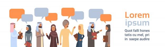 Groupe de personnes arabes chat bubble communication concept parler musulman arabe réseau social