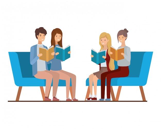 Groupe de personnes assises sur une chaise avec un livre dans les mains