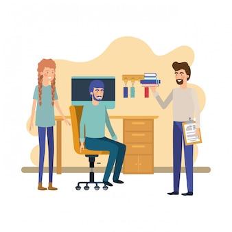 Groupe de personnes au bureau
