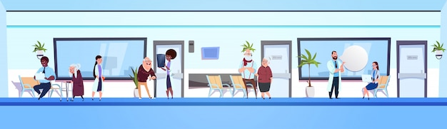 Groupe de personnes dans la salle d'attente de l'hôpital mix race médecins