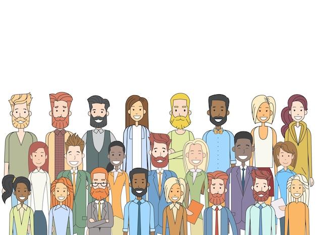 Groupe de personnes occasionnelles grande foule diverses ethnies