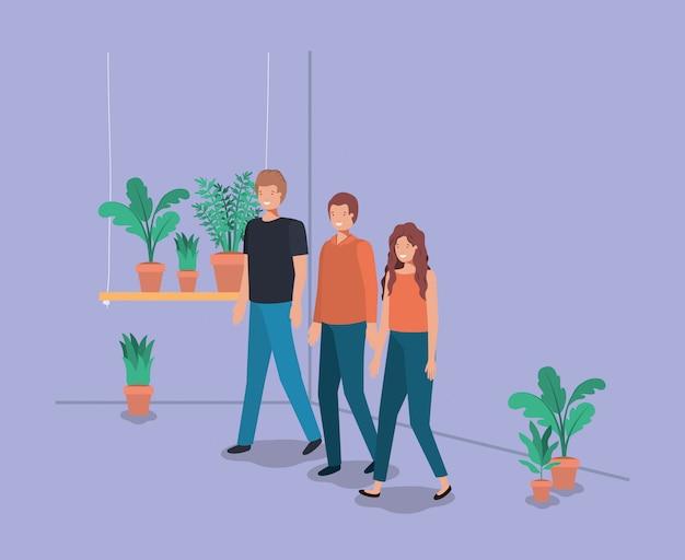 Groupe de personnes avec les plantes d'intérieur dans le plateau