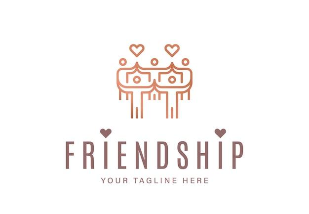 Groupe de personnes réunies avec des signes cardiaques comme symbole d'amitié