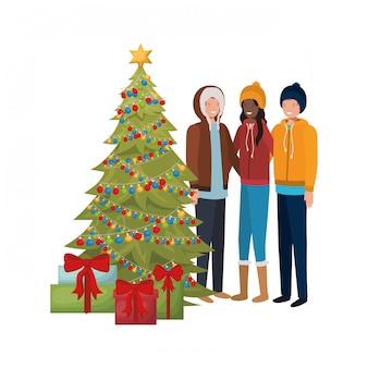Groupe de personnes avec sapin de noël et cadeaux