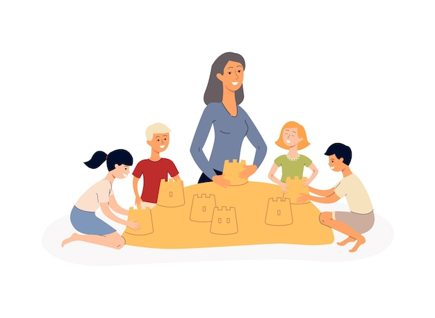 Groupe de petits enfants et formateur d'enseignants en personnages de dessins animés de maternelle jouant avec du sable dans un bac à sable