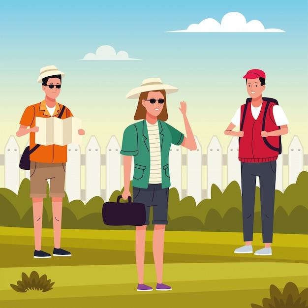 Groupe de touristes faisant des activités sur le terrain