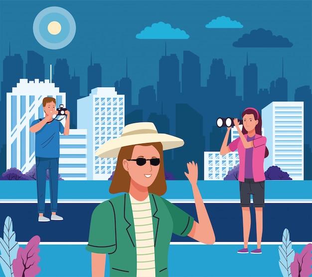 Groupe de touristes faisant des activités