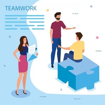 Groupe de travail avec pièce de puzzle et enveloppe
