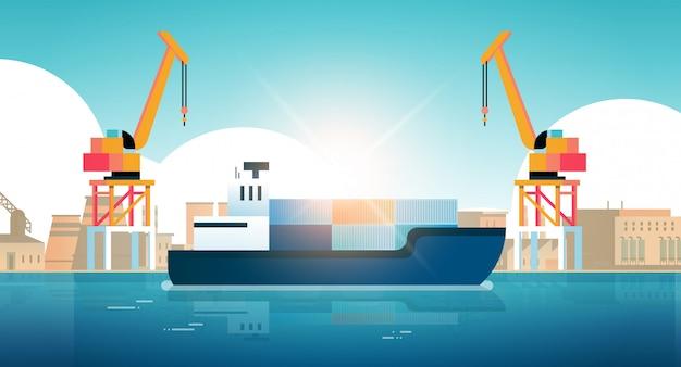 Grues dans le port de chargement de conteneurs sur la cargaison des navires