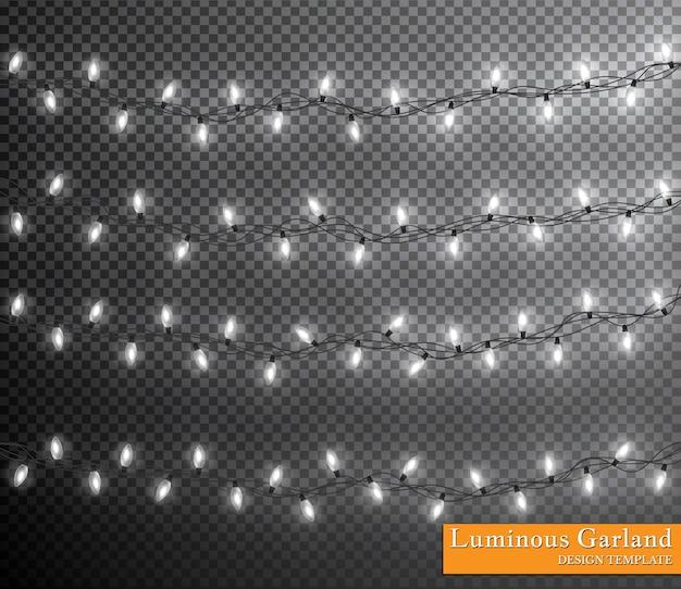 Guirlande de couleurs, décorations festives. lumières de noël rougeoyantes isolés sur fond transparent.