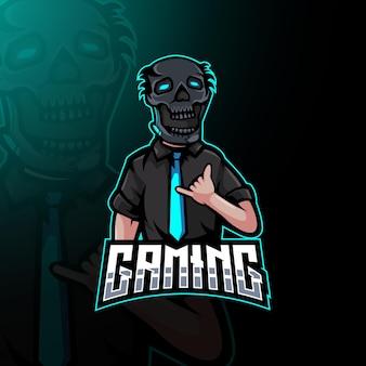 Guy avec une cravate portant un masque de crâne pour les jeux