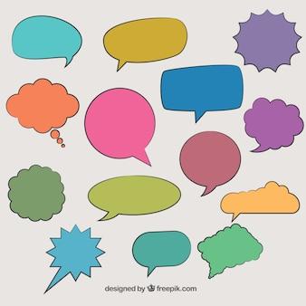 Hand drawn discours comique bulles dans des couleurs