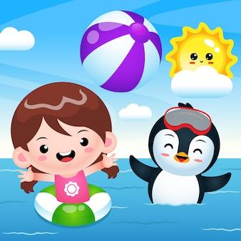 Happy cute girl et pingouin jouant au ballon de plage sur la mer